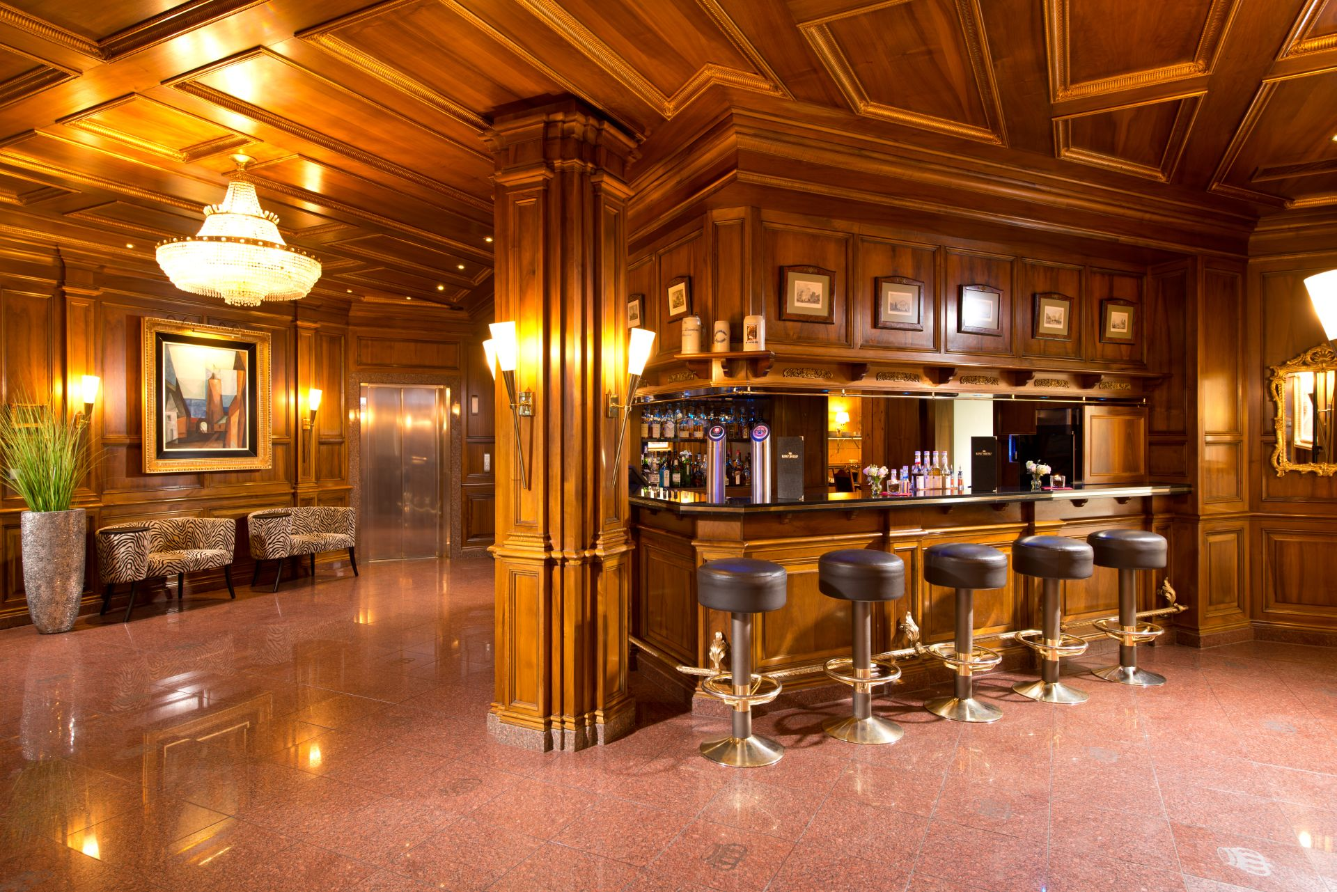 KING\'s HOTEL First Class
