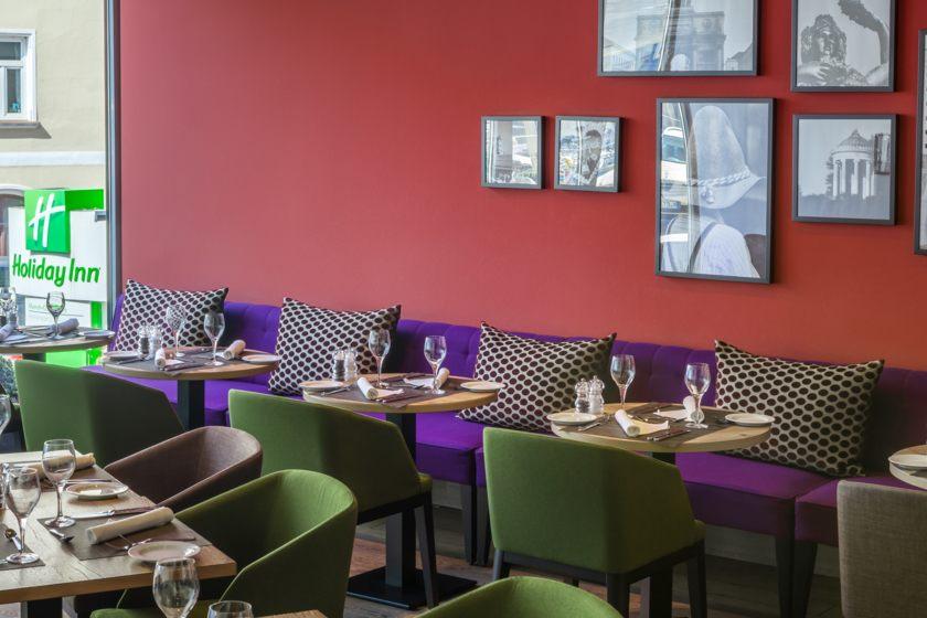 Holiday Inn Restaurant1