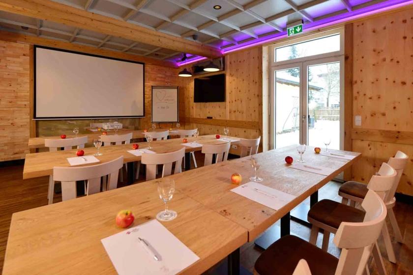 Tagungsraum Zirbenstube Bar Best Western Plus Hotel Erb Parsdorf-München