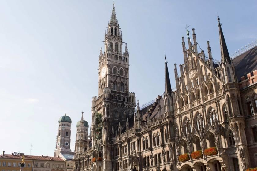Neues Rathaus und Frauenkirche 74a3307