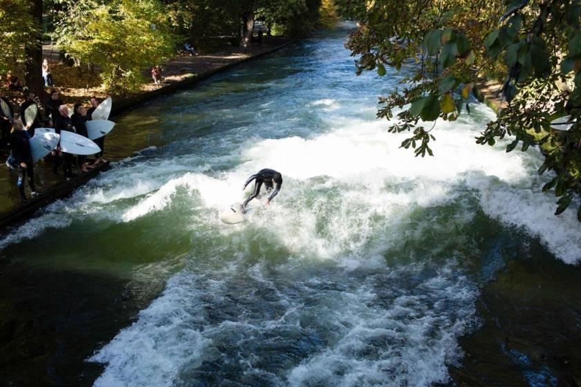 Surfer am Eisbach 74a7830
