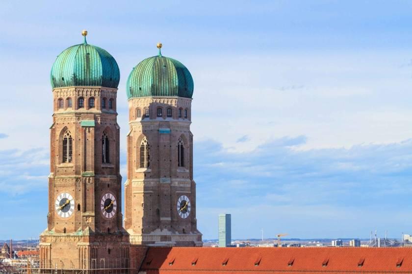 Frauenkirche mit Dach 493710389