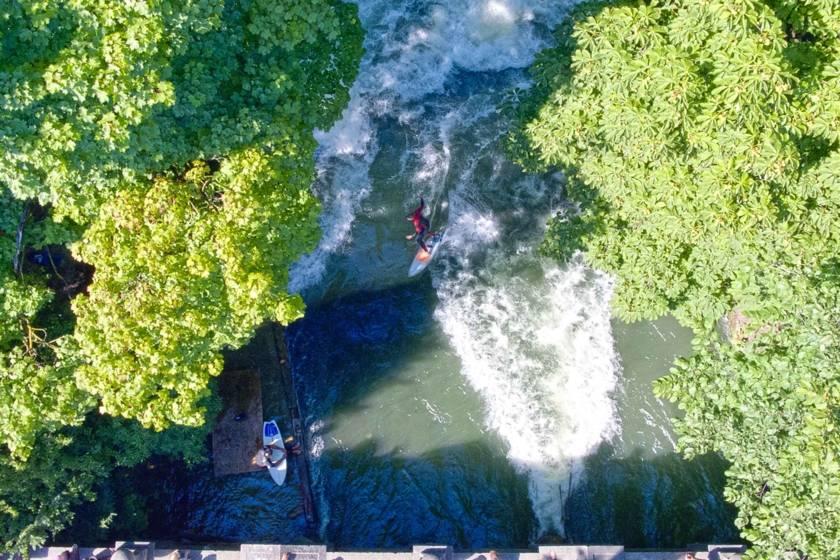 Eisbach Surfer Drohne RE0011