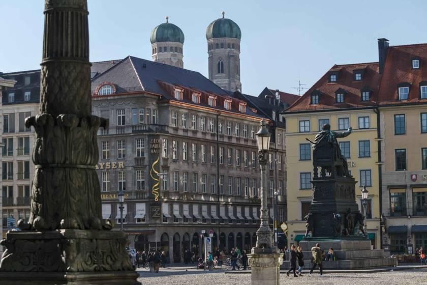 Max-Joseph-Platz mit Frauenkirche