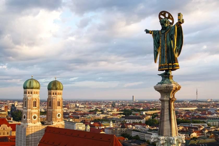Münchner Kindl Drohne Frauenkirche Abendsonne RE0043