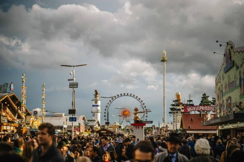 Oktoberfest Riesenrad Wolken dm0145