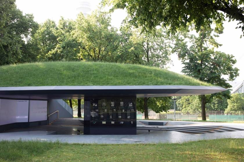Nordsüd-Passage-0077 Einschnitt Denkmal Olympia Attentat