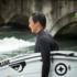 Tao geht seit fünfzehn Jahren am Eisbach surfen, mittlerweile zählt er zu den Besten hier.