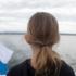Welche Gedanken gehen einem Kind wohl beim Blick auf den See durch den Kopf?