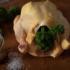 Die richtige Beilage? Klar, Petersilie, haufenweise, die wird einfach ins Huhn gesteckt, bevor es gegrillt wird.