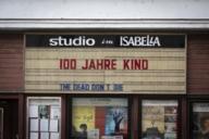 Das 100 Jahre alte Kino Studio Isabella im Stadtteil Schwabing erinnert an vergangene Zeiten.