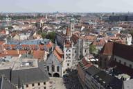 Vom Turm des Neuen Münchner Rathauses hat man einen Blick über den Marienplatz und weit über die Grenzen der Münchner Altstadt hinaus.