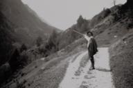 Eins von vielen Fotografien Münters: Kandinsky beim Wandern in Südtirol.