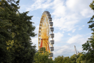Der Himmel über dem Olympiapark: Eine Fahrt mit dem Riesenrad wird durch erhebende Ausblicke belohnt.