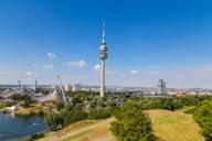 Der Aufzug des Olympiaturms bringt Besucher*innen in sieben Meter pro Sekunde nach oben zur Aussichtsplattform. Genießen Sie einen einmaligen Ausblick!