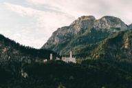 Schloss Neuschwanstein, das Märchenschloss von König Ludwig II., gehört zu den meistbesuchten Schlössern Europas. Es kann nur im Rahmen einer Führung besichtigt werden.
