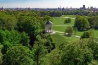 König Ludwig I. ließ den Monopteros so hoch bauen, damit er von hier aus die Residenz sehen konnte.