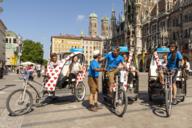 Der Münchner Marienplatz ist auch Startpunkt für eine gemütliche Stadtrundfahrt mit der Rikscha.
