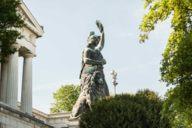 Die Theresienwiese wurde nach König Ludwigs Frau Therese von Sachsen-Hildburghausen benannt.
