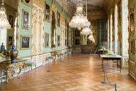 Rund 1500 Exponate, darunter die Kroninsignien der bayerischen Könige, umfasst die Schatzkammer der Residenz in München.
