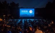 Kino, Mond & Sterne im Westpark bei Nacht.