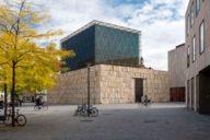 Die Fassade der Synagoge, dem das Jüdische Museum angeschlossen ist, ist spannend für alle Architekturfans.