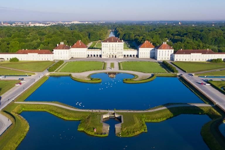 Der Nymphenburger Schlosspark in München aus der Luft fotografiert