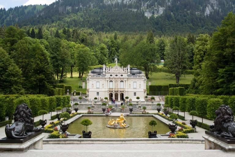 Schloss Linderhof im Umland von München.