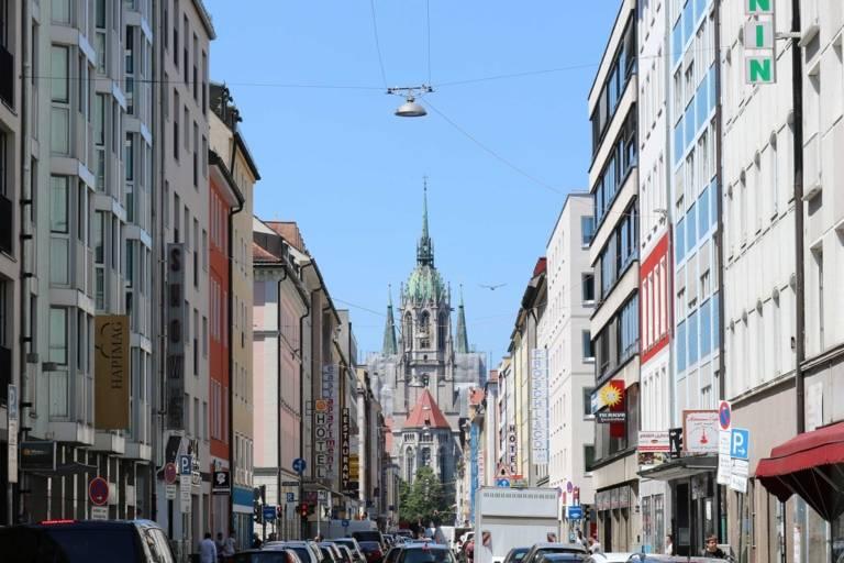 Blick auf die St. Paul in der Landwehrstraße in München
