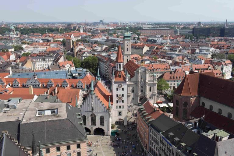 Teile der Münchner Altstadt vom Rathausturm aus gesehen
