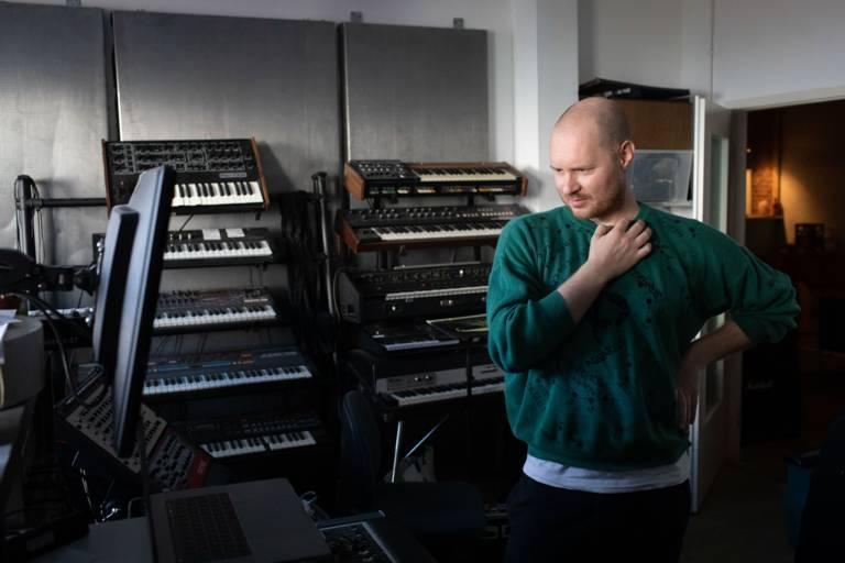 Musiker Beni Brachtel in seinem Tonstudio in München.