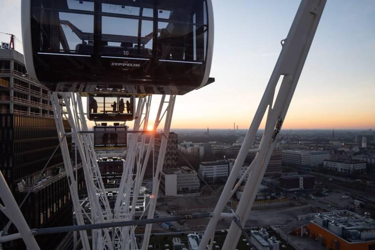Blick vom Umadum München auf den Sonnenuntergang.