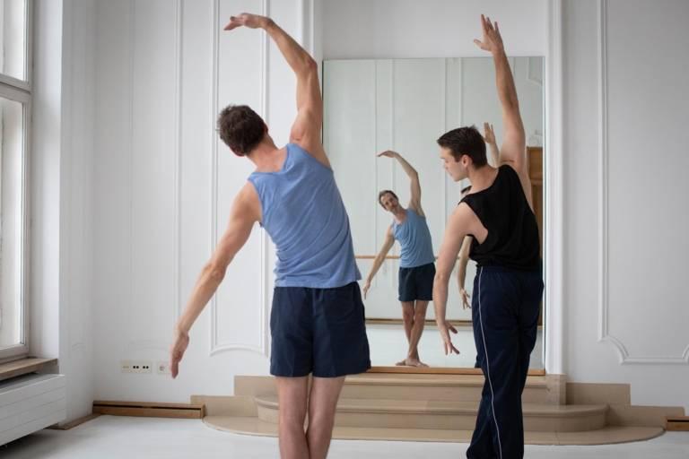 Paul-Philipp Hanske und Dustin Klein trainieren Ballett in München