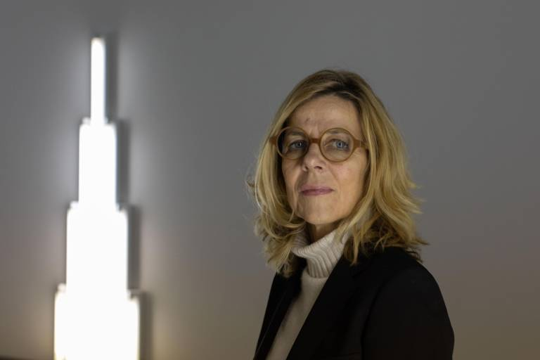 Corinna Thierolf in der Pinakothek der Moderne in München
