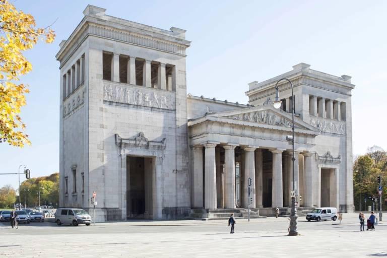 Die Propyläen am Königsplatz waren ursprünglich einmal als Stadttor von München geplant.