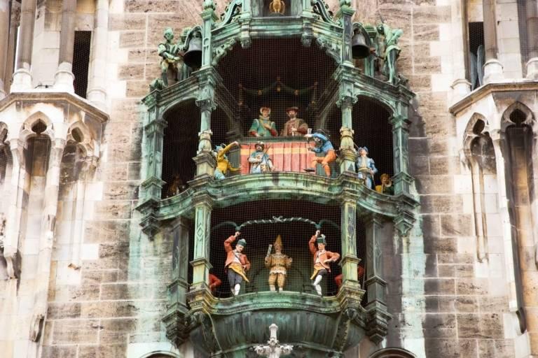 Das Glockenspiel des Neuen Rathaus in München.