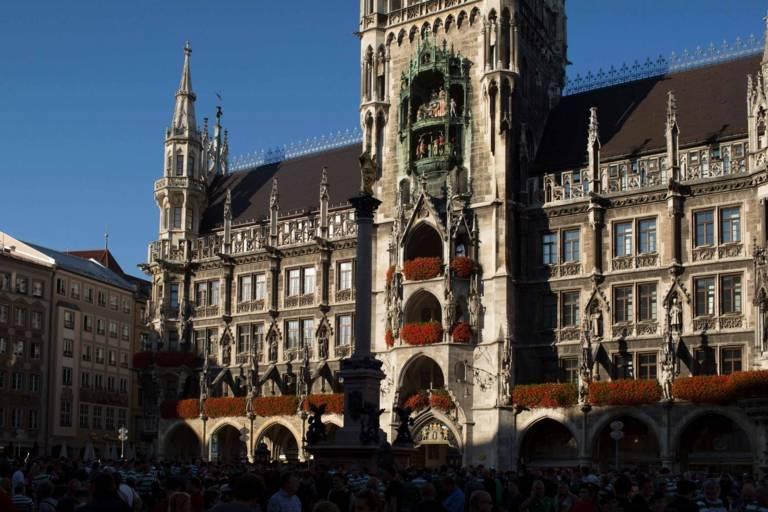 Das Neue Rathaus München in der Abendsonne