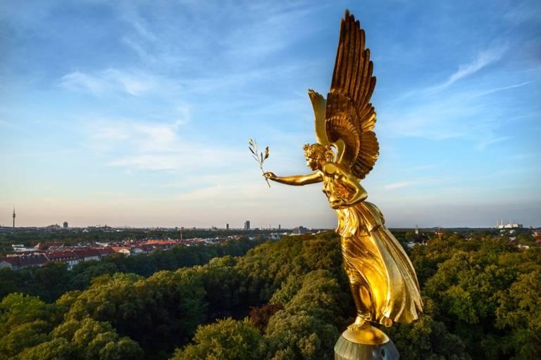 Der Friedensengel in München von der Seite