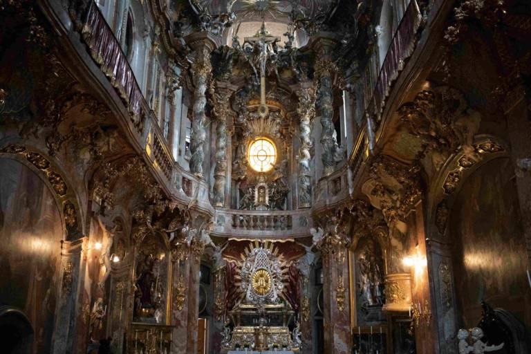 Blick in das Innere der barocken Asamkirche.