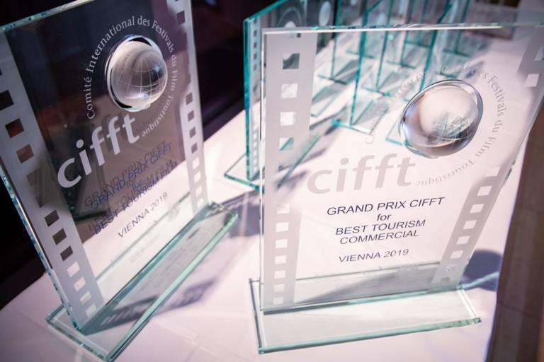 Preisverleihung CIFFT 2019 Preis Trophäen