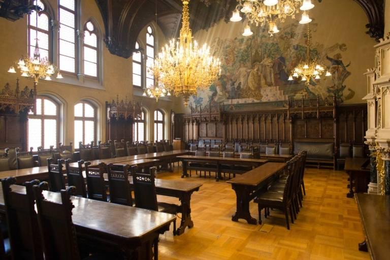 Sitzungssaal des neuen Rathauses in München.