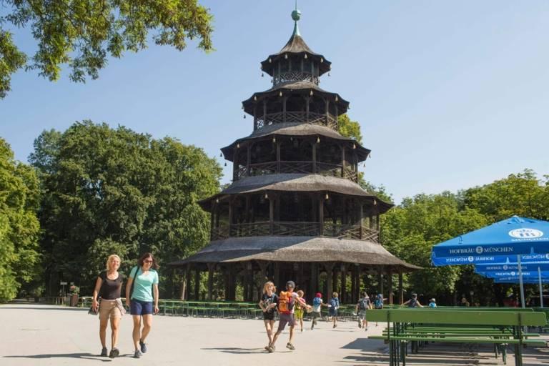 Biergarten am Chinesischen Turm in München.