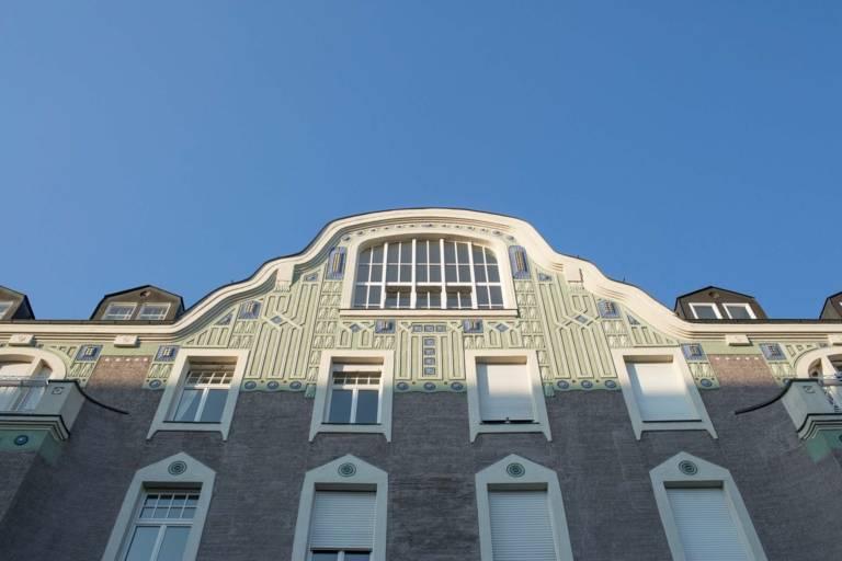 Fassade eines Gebäudes im Stadtteil Schwabing in München.