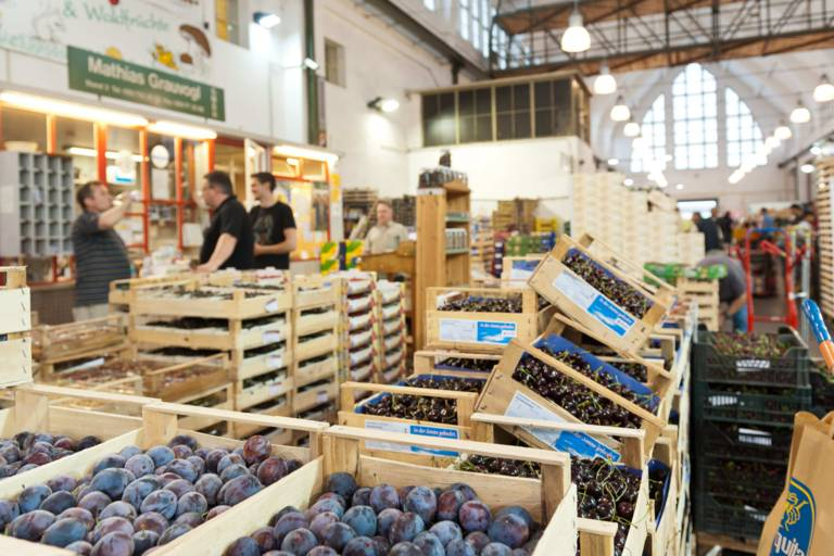 Obstkisten in der Großmarkthalle in München